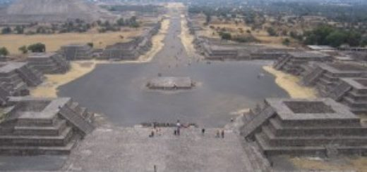 Teotihuacán - Vista dalla Piramide della Luna (tratto da Wiki Commons)